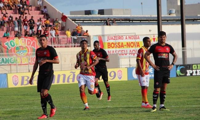 Vitória empata com a Juazeirense em 1 a 1 e lidera estadual; veja os gols