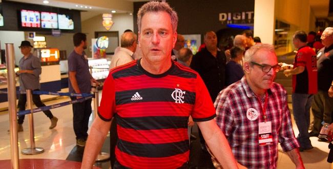 Diretoria do Flamengo se reúne com familiares das vítimas de incêndio em CT