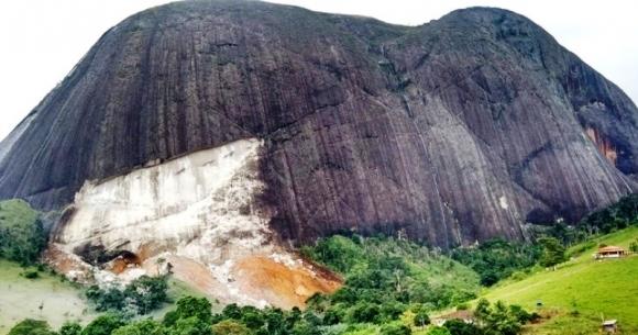 Tremor de terra provoca deslizamento de pedra em Guaratinga
