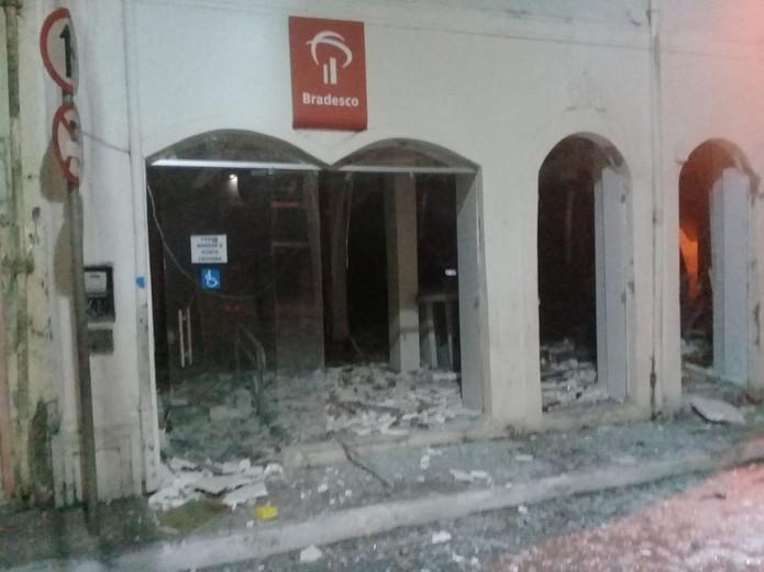 Bandidos explodem agência do Bradesco em Maragojipe