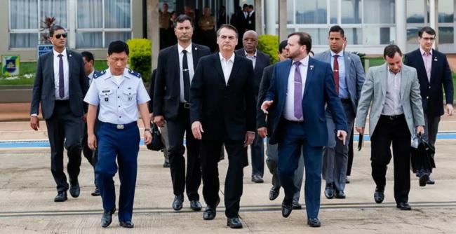 Bolsonaro embarca para reunião com Trump nos Estados Unidos