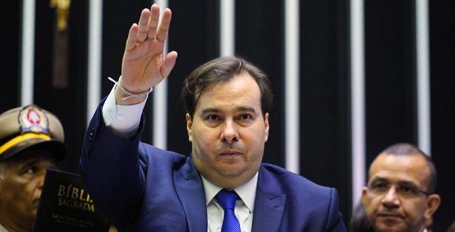 Rodrigo Maia assume interinamente a presidência do Brasil