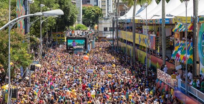 Circuito Osmar : Folião pipoca reina absoluto neste domingo de carnaval no circuito