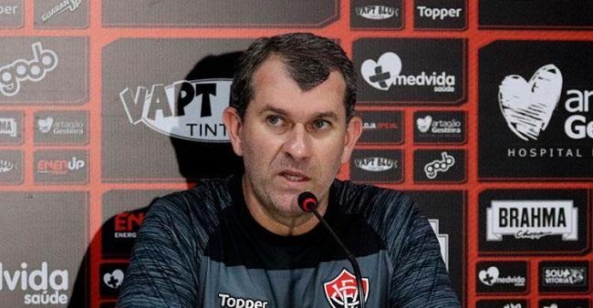 Vitória demite o treinador Cláudio Tencati