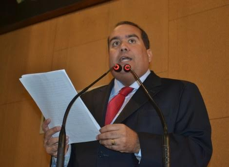 """""""Governo do Estado deveria investir em serviços, não em propaganda"""", diz Régis"""