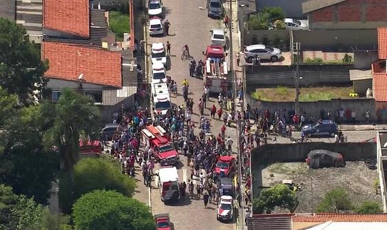 Adolescentes matam seis pessoas em escola na cidade de Suzano