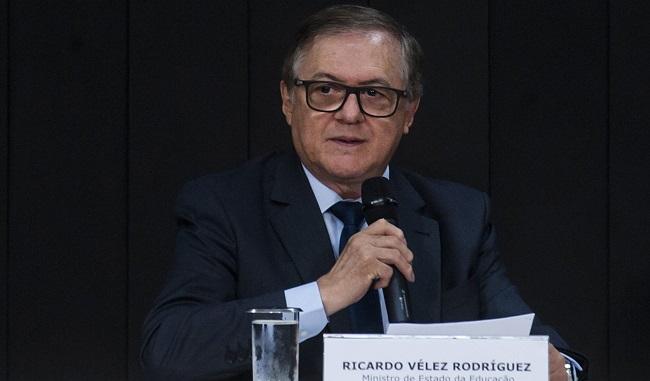Ricardo Vélez propõe modelo cívico-militar para escola do massacre em Suzano