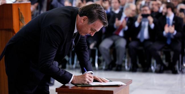 Bolsonaro sanciona lei que cria a Empresa Simples de Crédito