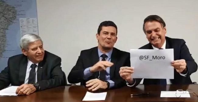 Bolsonaro afirma que vai indicar Moro para vaga no STF