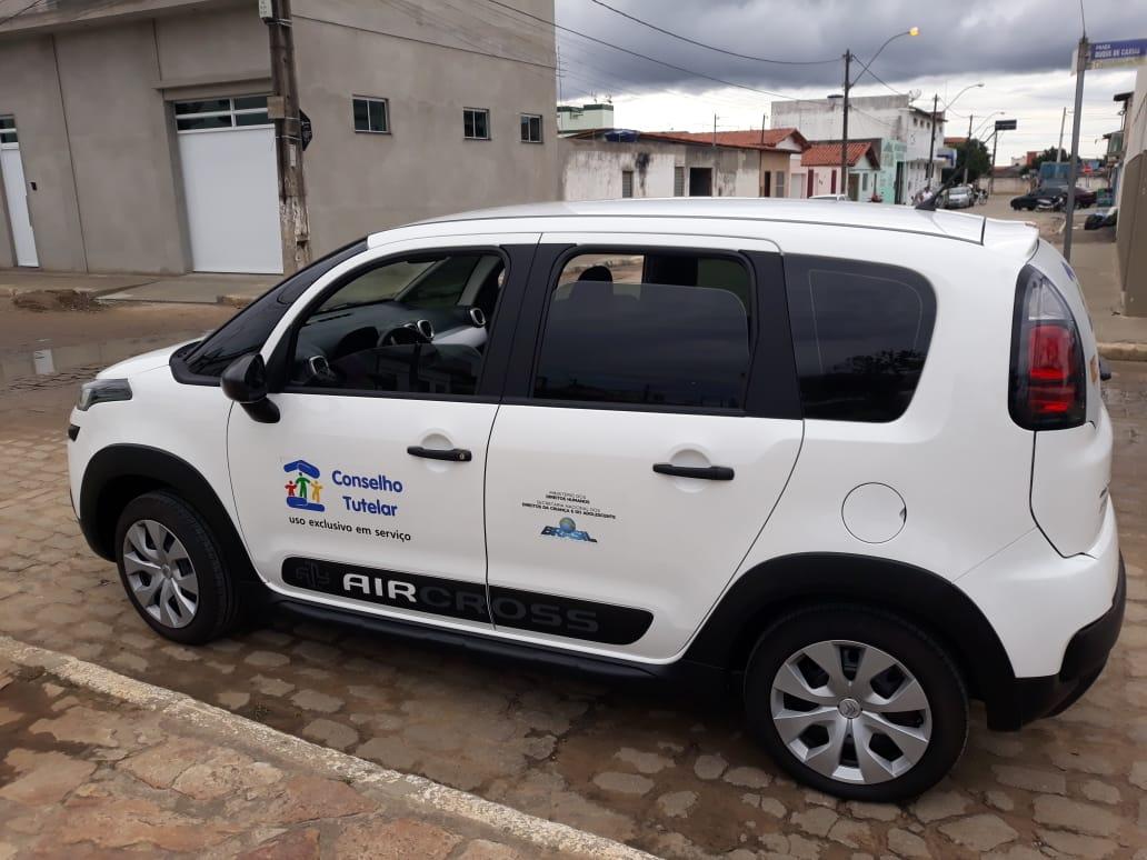 Dico garante entrega de veículo para o Conselho Tutelar de Planalto