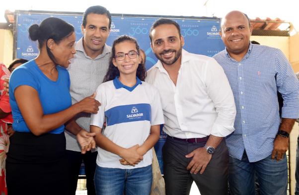 Intérpretes em Libras garantem inclusão nas escolas municipais de Salvador