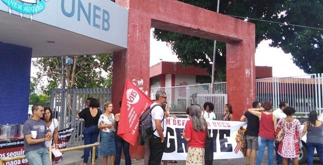 Professores da Uneb recusam proposta do governo e decidem manter a greve