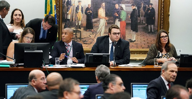 Oposição troca deputados na CCJ para atrasar votação de PEC sobre prisão em 2a instância