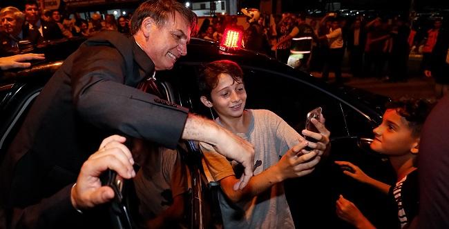"""""""Dinheiro retirado de universidades vai para educação básica"""", afirma Bolsonaro"""