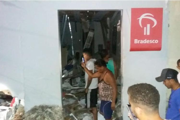 Bandidos explodem agência e roubam caixa eletrônico em Barro Preto