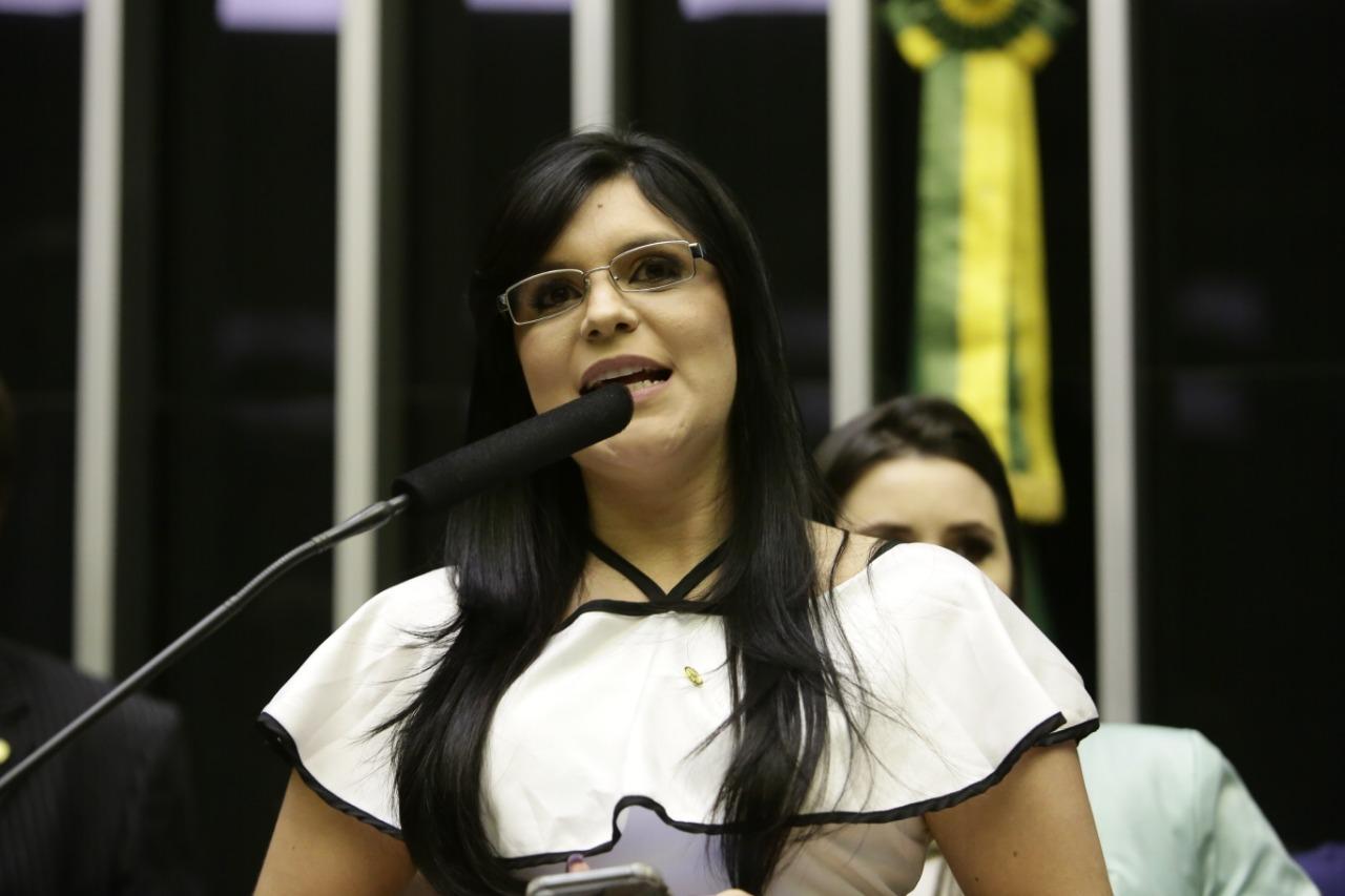 """Dayane: """"Bolsonaro não vende ilusão com reforma da Previdência"""""""