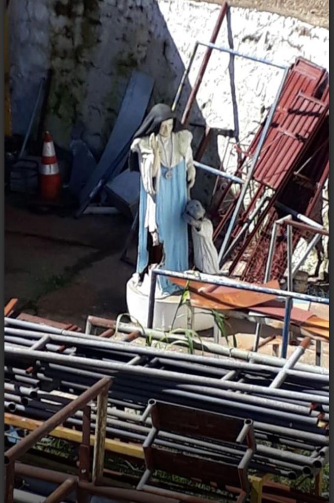 Dr. Pitágoras abandona estátua de Irmã Dulce em depósito em Candeias