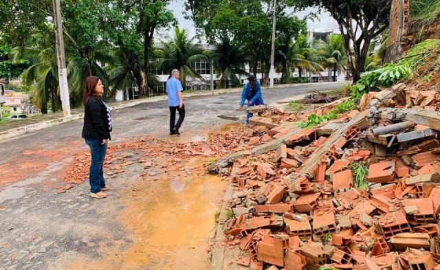 Kátia Oliveira reivindica ações do governo em Simões Filho após chuvas