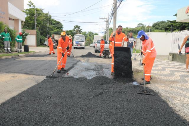 Lauro de Freitas intensifica Operação Tapa Buracos após as chuvas