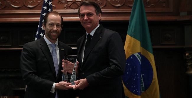 """Nos EUA, Bolsonaro recebe Prêmio """"Personalidade do Ano"""""""