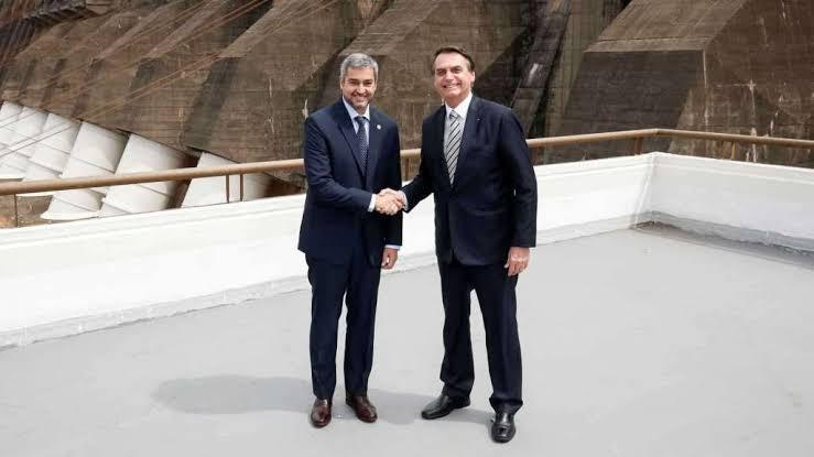 Bolsonaro e presidente do Paraguai lançam pedra fundamental para nova ponte de integração