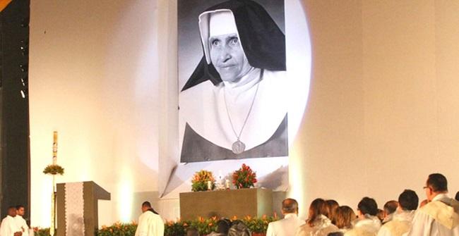 Vaticano anuncia que Irmã Dulce, o Anjo Bom da Bahia, será proclamada Santa