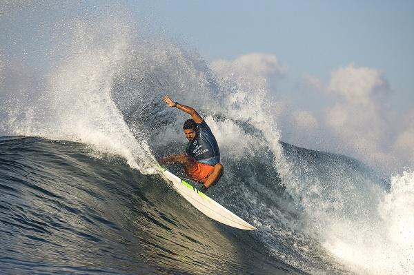 Surfe: Filipe Toledo e Michael Rodrigues avançam às quartas de final em Bali
