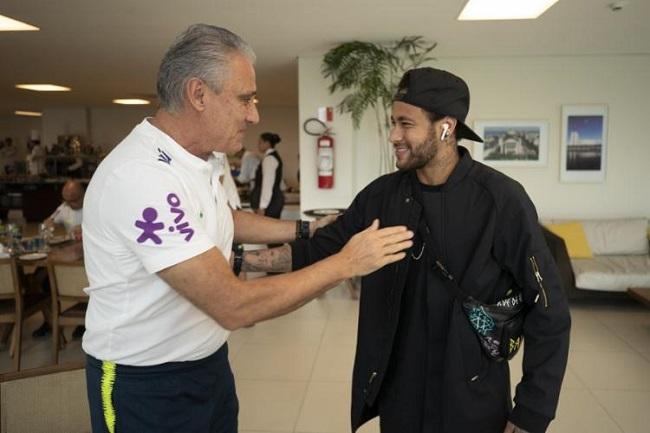 Neymar se junta à Seleção Brasileira na Granja Comary