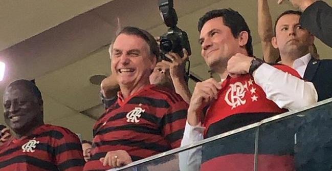 Bolsonaro e Moro dão sorte ao Flamengo em jogo contra o CSA em Brasília; assista