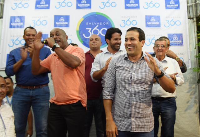 Bruno Reis entrega praça com miniquadra, parque e academia em Macaúbas