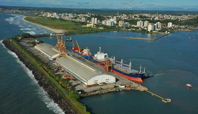 Porto de Ilhéus volta a exportar eucalipto para a Europa após 20 anos