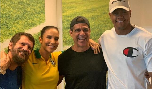 Ivete, Léo Santana, Durval e Saulo acompanham jogo do Brasil na Fonte Nova