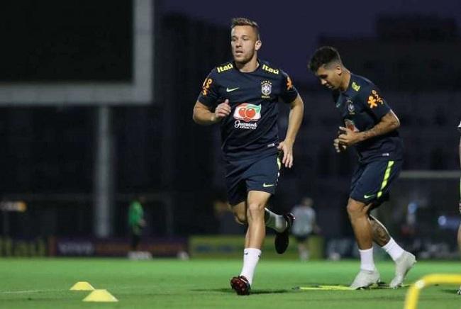 Arthur retorna ao meio-campo do Brasil para jogo contra a Venezuela