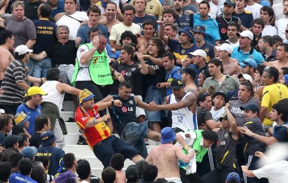 Acordo entre Brasil e Argentina permite barrar torcedores violentos em estádios