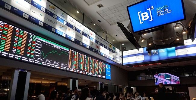 De olho na reforma da Previdência, Bolsa opera em alta recorde e dólar vai a R$ 3,76