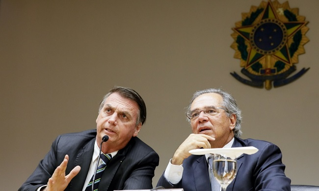 """Paulo Guedes lança ideia do """"peso real"""", moeda única entre Brasil e Argentina"""