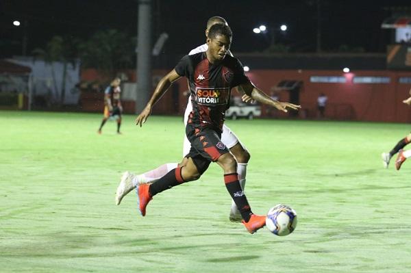 Vitória leva 2 a 0 do Bragantino em pleno Barradão; veja os gols