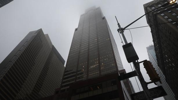 Helicóptero faz pouso forçado no teto de edifício em Nova York