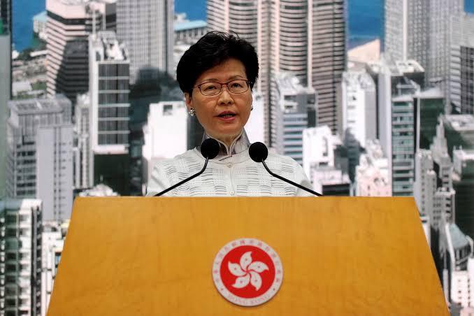 Hong Kong suspende lei que permite extradições para a China