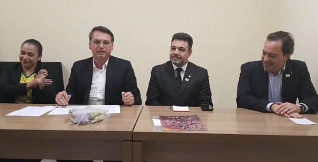 Bolsonaro defende decreto que amplia direito a porte de arma