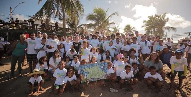 Praia Linda é Praia Limpa recebe apoio da comunidade em Arembepe
