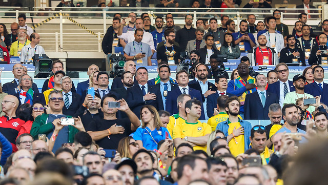 Bolsonaro, Moro, Guedes e Heleno assistem a Brasil e Peru