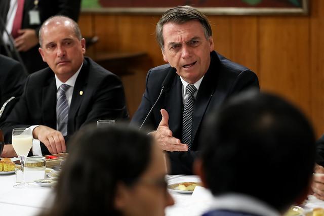 Bolsonaro avisa que não quer argentinos fugindo para o Brasil em caso de derrota de Macri