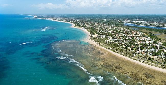 Costa de Camaçari oferece 42 km de praias e festas no verão