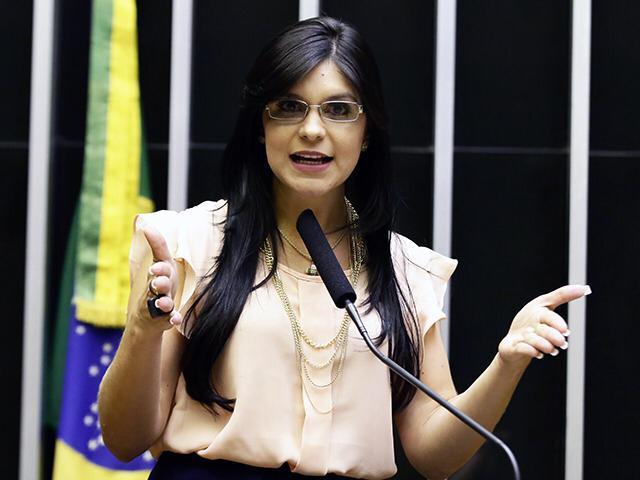 Deputados aprovam visitas da polícia a residências de mulheres vítimas de violência