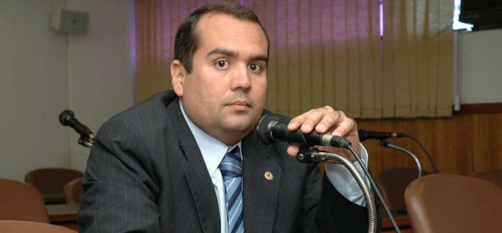 """""""Gestão da Educação em Salvador deveria ser modelo para o Estado"""", diz Sandro Régis"""
