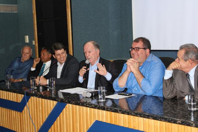 Leão autoriza elaboração de projeto para o Distrito Industrial de Jequié