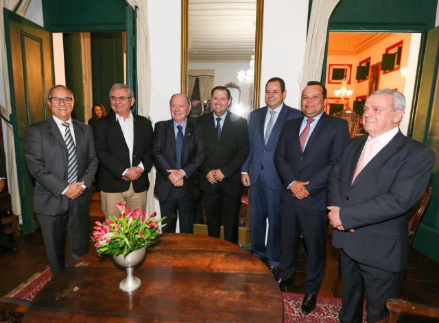 Nelson Leal participa da posse da nova diretoria da Associação Comercial da Bahia