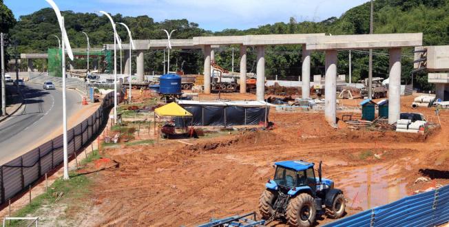 Vigas de concreto dos viadutos do BRT Salvador começam a ser instaladas