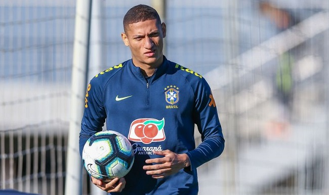 Richarlison se recupera de caxumba e retorna à Seleção Brasileira